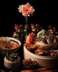 WINACTIE! (english below) . We kunnen niet wachten om jullie allemaal weer te ontvangen en onze nieuwe gerechten te laten proeven! Wij geven daarom 2x de XU Streetfood Basket weg voor 2 t.w.v. €19,80! Laat hieronder in de reacties weten met WIE jij deze Basket wil delen en WAAROM!👇🏼. De winnaars zullen bekend worden gemaakt op 1 juli. . Inhoud basket (veggy of meat): 2 bao buns, dumplings, edamame, fried lemon chicken, fried wonton of springrolls, teriyaki mushrooms, tempura sweet potatoes. . . . WIN WIN WIN! . We can't wait to see you again and let you try some of our new dishes! That's why we want to give away 2x XU Streetfood Basket for 2 (worth €19,80). Let us know in the comments below with WHO you want to share this Basket and WHY! 👇🏼. The winners will be announced on the 1st of July. . Basket includes (veggy of meat): 2 bao buns, dumplings, edamame, fried lemon chicken, fried wonton or springrolls, teriyaki mushrooms, tempura sweet potatoes. . . #Tilburg #Noodles #Asian #Chinese #Food #WaarTilburgEet #Tillie #Hotspot #FollowUs #SendNoods #XuNoodleBar #Streetfood #Promotion #Win #ReOpening #WeMissedYou